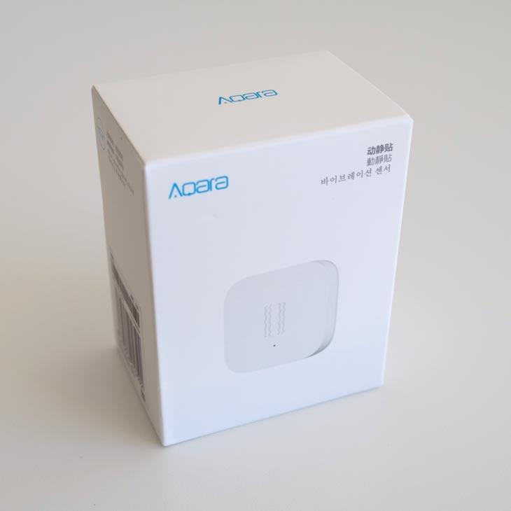 El sensor de vibración Aqara en su caja